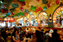 san-antonio-dining-mi-tierra-interior-full.jpg