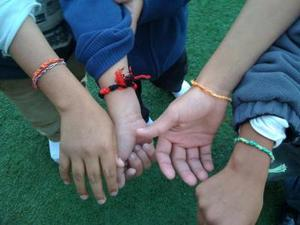 "Friendship Bracelet 2 300x225 Unaccompanied children from Latin America still come to the U.S. in search ""to be someone"""