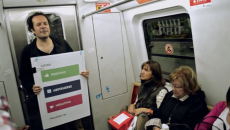 PdlR explain their proposal on the subte (photo courtesy of Partido de la Red)