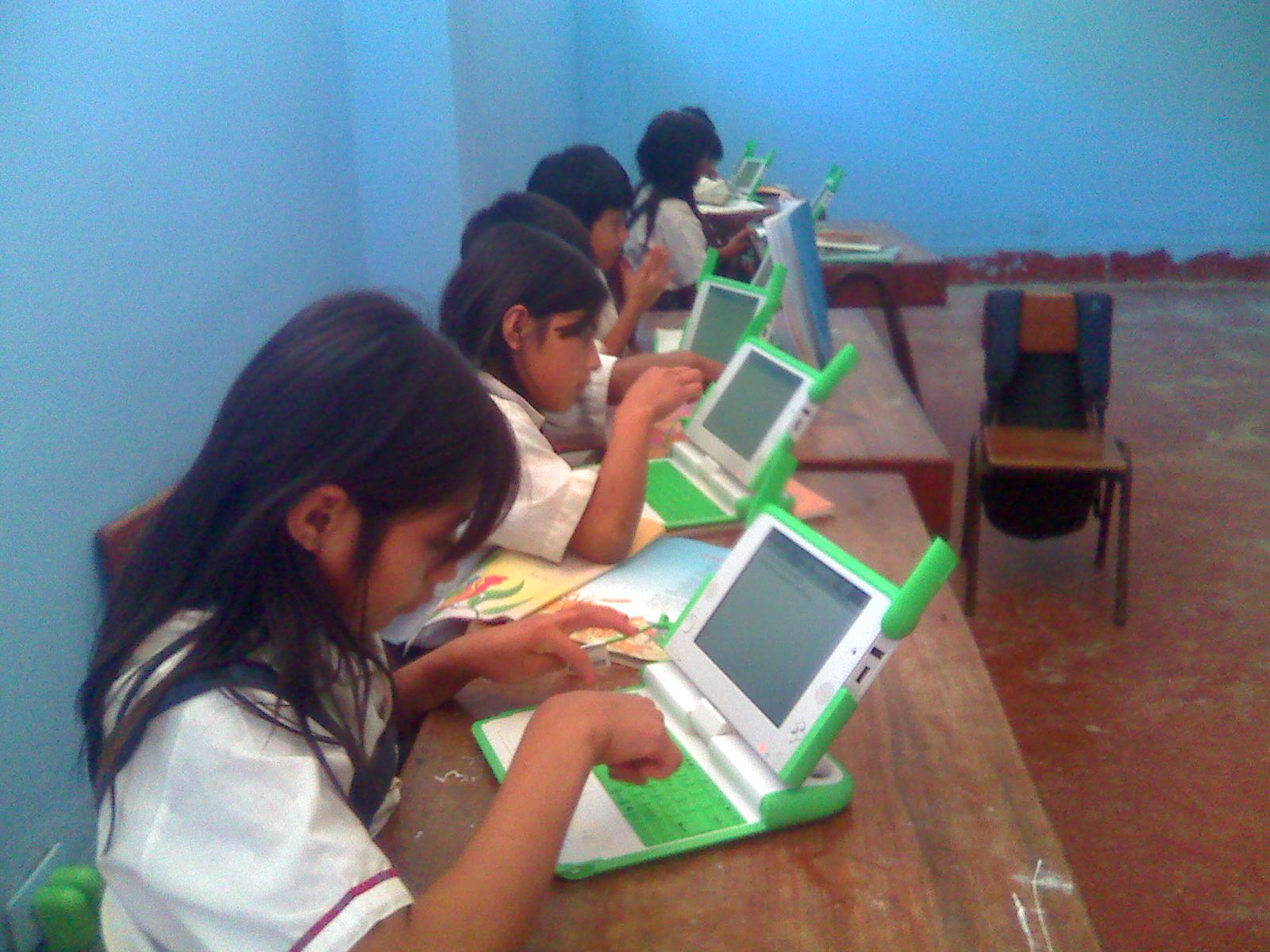 One_Laptop_Per_Child_-_Ferrenafe_(by)