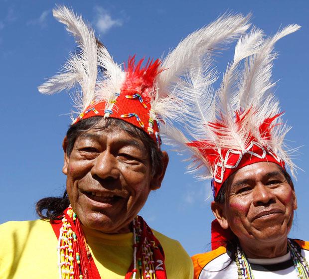 paraguay-headdress_1619803i