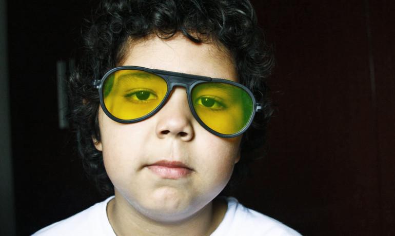 boy_yellow_glasses_1170-770x460