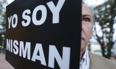 "A protester holds up a sign that reads, ""I am Nisman"" during a silent march to honour late Argentine state investigator Alberto Nisman in Bogota February 18, 2015.   REUTERS/John Vizcaino"