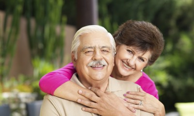 Hispanic_senior_couple