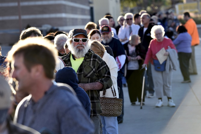 People stand in line waiting for the doors to open for the Nevada Republican presidential caucus at Western High School in Las Vegas, Nevada February 23, 2016. REUTERS/David Becker - RTX28AI6