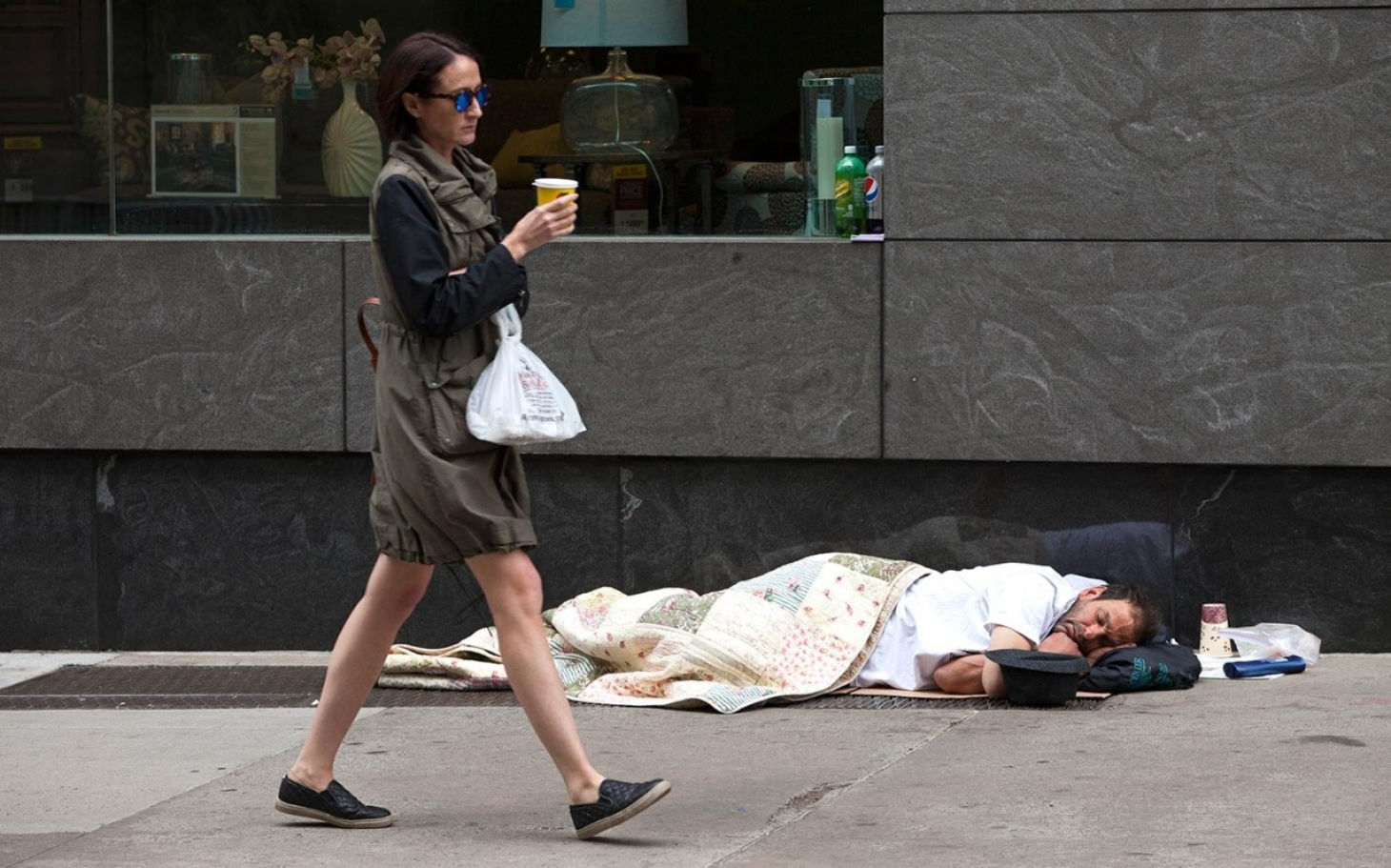 poverty in new york city Approximately one in five new yorkers lives in poverty and nearly half the city's households are considered near poor employment data and the city's food banks tell us that the number of working poor continues to rise.